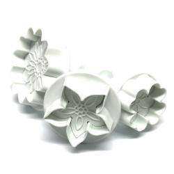 Plastový vykrajovač flower mix 3ks